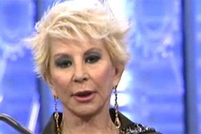 Karmele Marchante se baja los pantalones y regresa a 'Sálvame' ante el estupor de sus compañeros