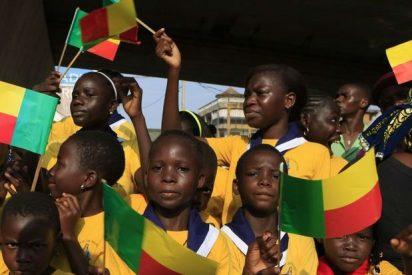 Benedicto XVI se reúne con niños africanos abandonados y enfermos 