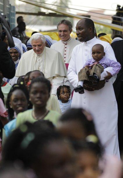 El Papa escribe la vida de María para los más pequeños