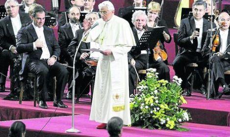 Benedicto XVI evoca a la Santina