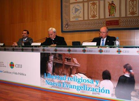 """El Nuncio Fratini denuncia a los que hacen """"escarnio cultural"""" de la Iglesia"""