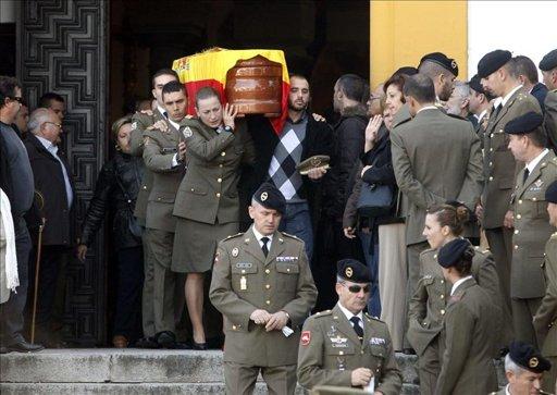 Cientos de cordobeses despiden al sargento Joaquín Moya entre aplausos