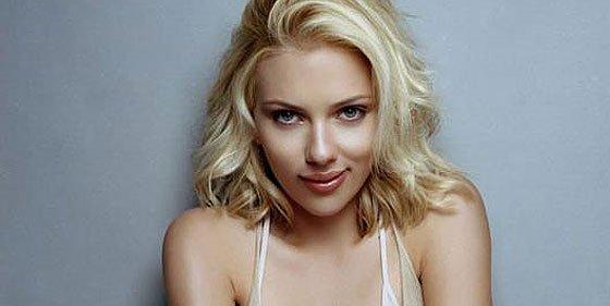 Scarlett Johansson Se Desnuda Pero No En El Baño Sino En Vanity