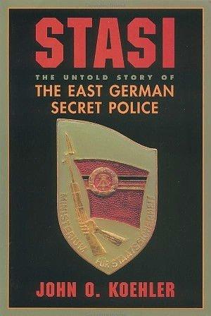 Sacerdote de la Stasi espiaba a Ratzinger