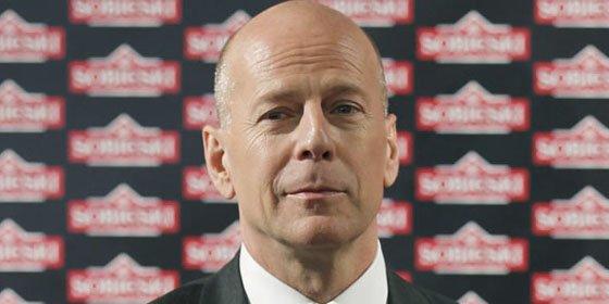 Bruce Willis adopta el papel de cúpido entre su ex mujer y Asthon Kutcher