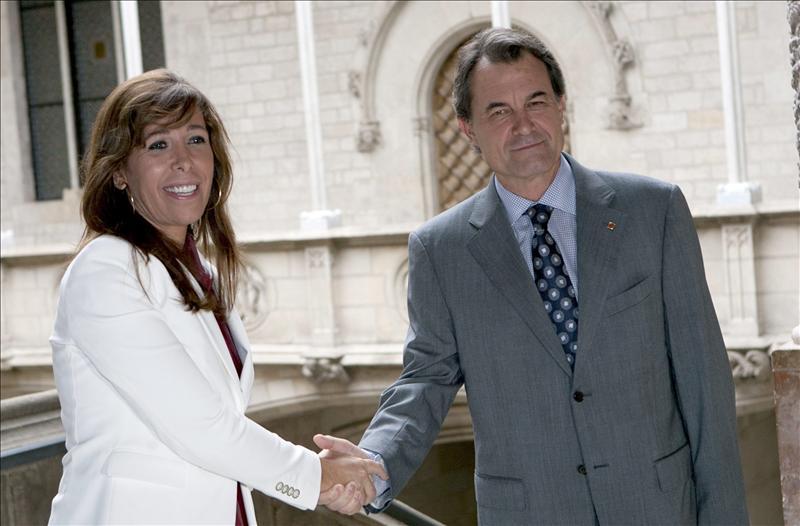 """Sánchez-Camacho le baila el agua a CiU pese al """"no"""" de Mas y Duran en la investidura de Rajoy"""