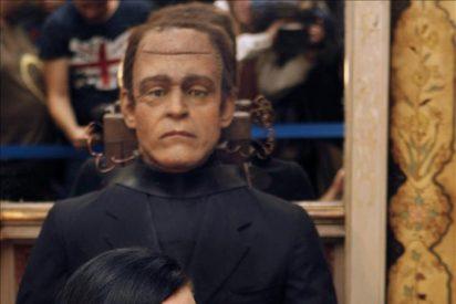"""Alaska, la novia de """"los diferentes"""", recibe de Frankenstein un disco de oro"""