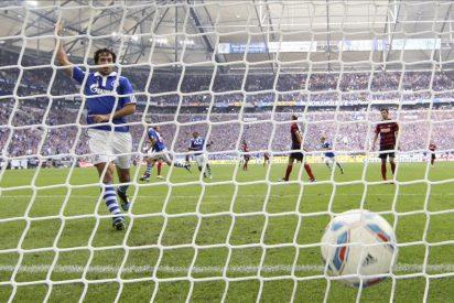 Raúl, con tres goles, ofrece una exhibición en la goleada (5-0) de Schalke al Bremen