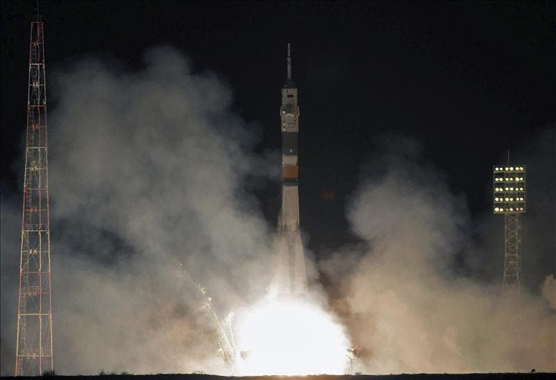 Rusia lanza la nave Soyuz TMA-03M con tres astronautas rumbo a la EEI