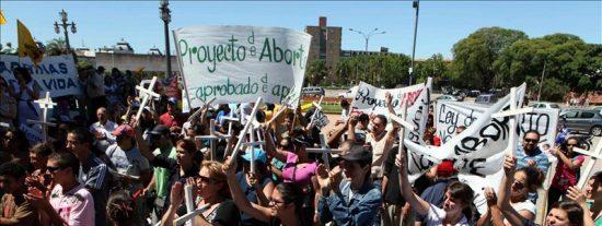 El Senado abre la puerta a despenalizar el aborto en un Uruguay dividido