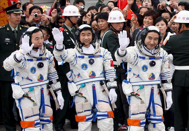 China anuncia el comienzo de sus planes para llevar astronautas a la Luna