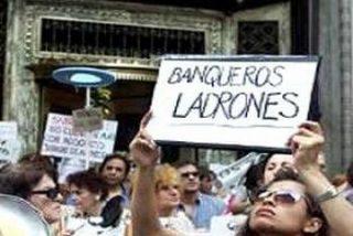 """La Banca, un mundo de """"atracos"""""""