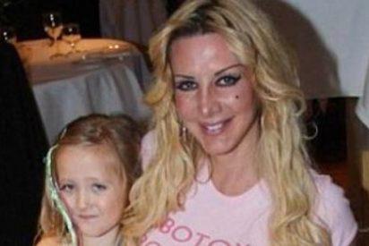 La 'Barbie humana' regala una operación de pecho a su hija de siete años