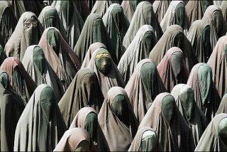 Ataca a la enfermera por retirar el burka a su mujer en el parto