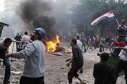 El Ejército egipcio reprime las protestas y expulsa de Tahrir a los opositores