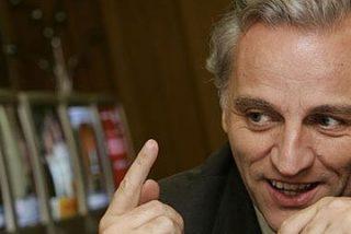 Álex Grijelmo, contra las cuerdas por el contrato que EFE adjudicó a la hija de Chaves