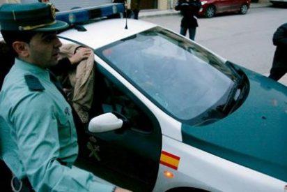 Se disfraza de Guardia Civil para desahuciar a los morosos