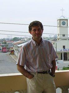 El sacerdote Joseba Segura pide a Batasuna que reconozca el daño causado por ETA