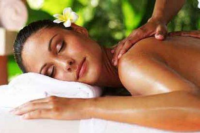Placer: Si andas estresado, triste y flojo la solución es un masaje 'Lomi-Juma'