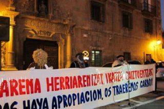 Los Reyes Magos y Olentzero llevan carbón al arzobispo de Pamplona