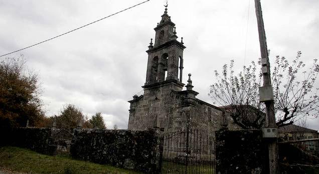 Roban un cáliz regalado por Alfonso XIII y un copón del siglo XVII en una iglesia de Bande