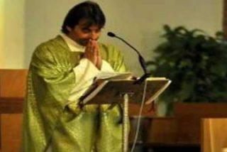 """Un párroco italiano salva a un niño de un aborto y lo """"adopta"""""""