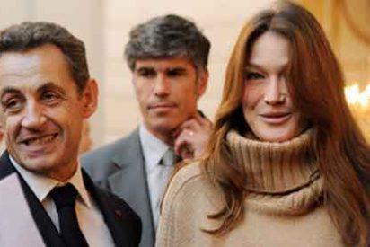 Carla Bruni reaparece espléndida y con Sarkozy, tras haber sido mamá
