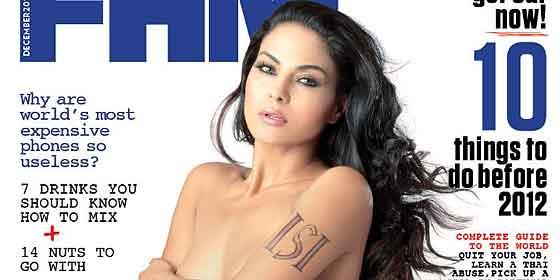 La actriz de Bollywood que posó desnuda reaparece con Burka en Pakistán