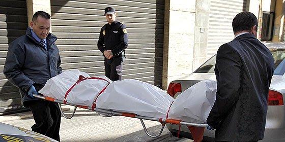 Hallan a un hombre descuartizado en el maletero de un vehículo