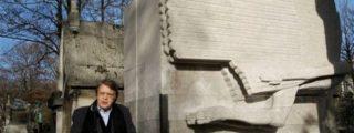 Protegen la tumba de Oscar Wilde para evitar el fenómeno de los besos