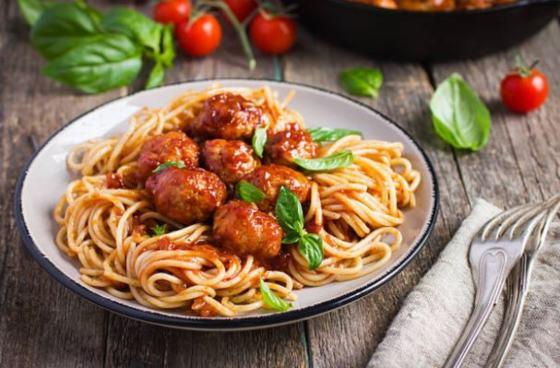 albóndigas italianas con espaguetis