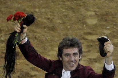 Hermoso de Mendoza corta 2 orejas y rabo simbólicos a toro indultado en Cali