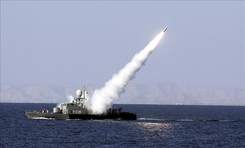 La Armada iraní lanza misiles de largo y corto alcance con éxito