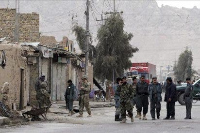 Cuatro niños y un policía mueren en un atentado suicida en Afganistán