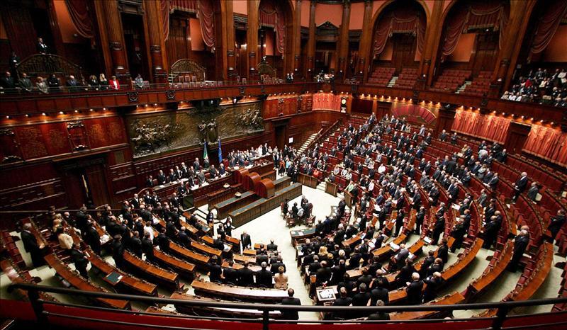Un taquígrafo del Senado italiano cobra casi como el rey de España