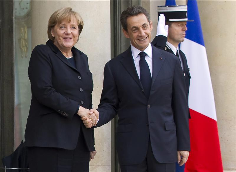 Merkel y Sarkozy estudian nuevos pasos para afrontar la crisis de la deuda