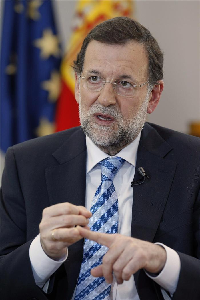 Rajoy afirma que dará la cara ante las dificultades económicas sin esconderse