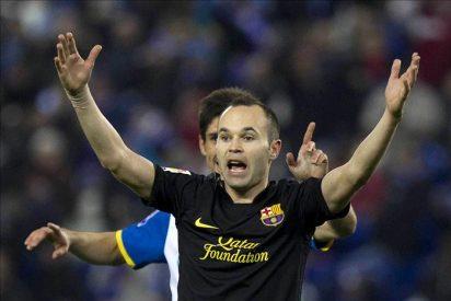 Alves, por lesión, e Iniesta, por decisión técnica, no viajarán a Pamplona