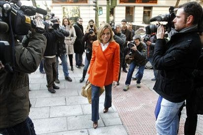 """Chacón promete abrir la tradición de los debates, que """"prestigian"""" al PSOE"""