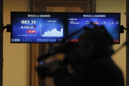 El IBEX minimiza el castigo de Standard and Poor´s a España y cae el 0,40 por ciento a mediodía
