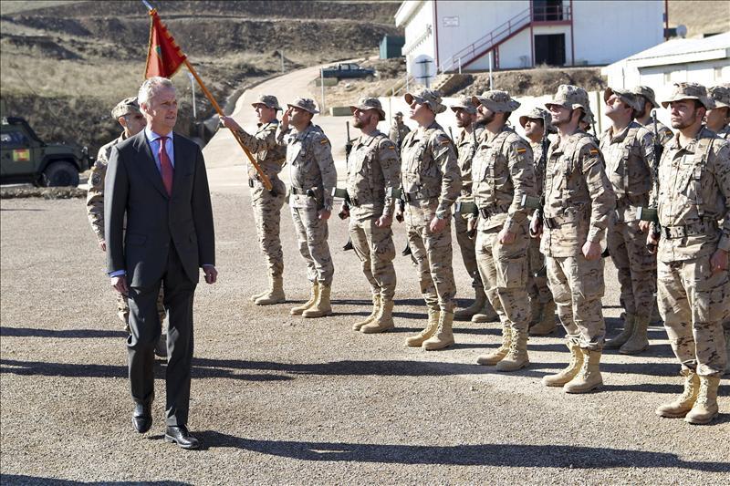 """Morenés dice que el Gobierno no decidirá """"a lo loco"""" cambios en las misiones exteriores"""