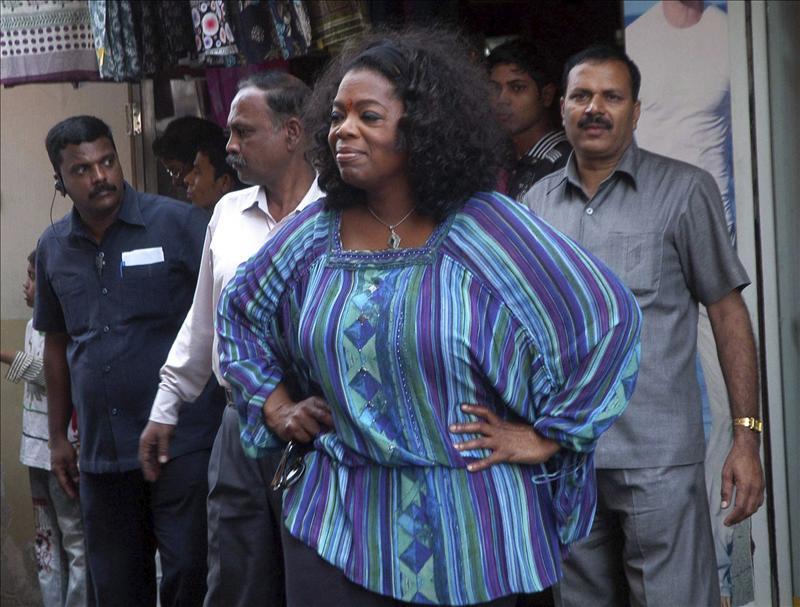 Oprah Winfrey visita barrios marginales de la India para su nuevo programa