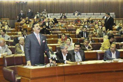 El primer ministro de Pakistán llega al Tribunal Supremo para declarar