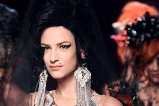 Jean Paul Gaultier rinde homenaje a Amy Winehouse