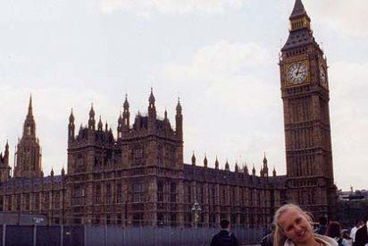 El Big Ben de Londres se inclina y el Parlamento británico se hunde