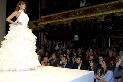 Jessica Bueno se viste de novia ante la atenta mirada de Kiko Rivera