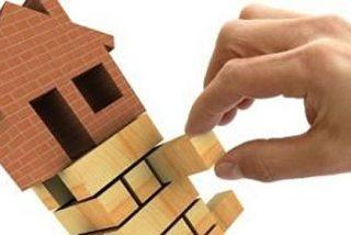 Fitch culpa a la vivienda del riesgo de los bancos en España