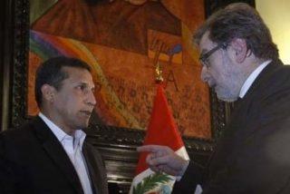 """""""Cebrián hace preguntas benignas a un presidente dudoso al que él unge como socio confiable"""""""