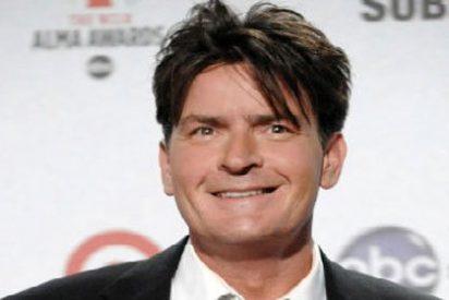 Charlie Sheen se reconcilia con el productor de 'Dos Hombres y Medio'