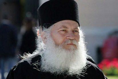 Arrestan al abad griego Efrem por fraude multimillonario y blanqueo